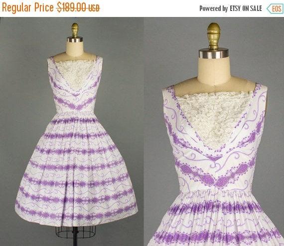 SALE 15% STOREWIDE 1950s cotton floral dress/ novelty sundress/ small