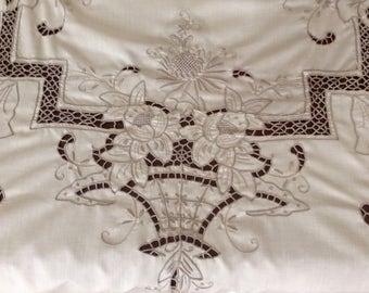 Stunning Blush Tablecloth & Napkin Set