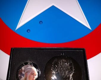 Game of Thrones Daenerys Targaryen and The Iron Throne Mirror Set