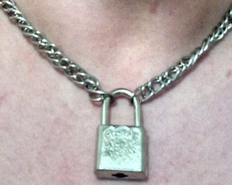 Woven stainless steel choker with lock