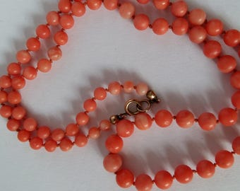 """Vintage Coral Necklace of Graduated Pearls, 78 Corals, 45cm long, 18"""", 1920s"""
