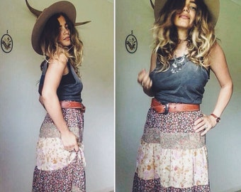 Vintage 70s // Bohemian PATCHWORK TIERED PEASANT Midiskirt // Mid Waist Earthy Florals Gypsy Skirt // Country Western Hippy Skirt // Size S