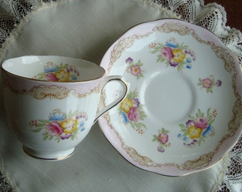 Royal Albert - Bone China England - Vintage Countess Tea Cup and Saucer - Floral with Pink and Gold