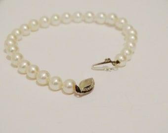 """14k White Gold Genuine White 5mm Pearl 7"""" Bracelet."""