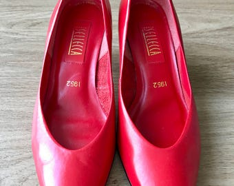 Red Sellecca pumps size 8