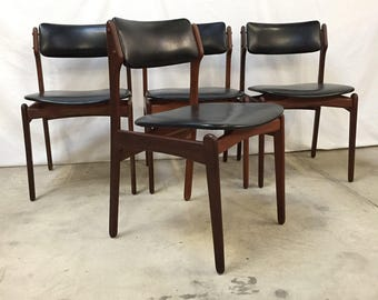 4 Beautiful danish mid-century dining chairs in teak