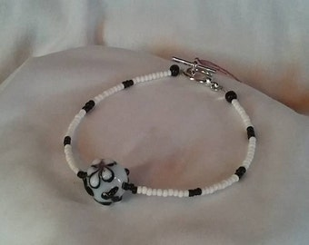 Black and White Flower Bracelet