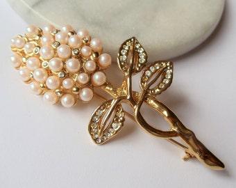 Vintage Faux Pearls Rhinestone Flower Brooch, White Faux Pearls & Clear Rhinestones Gold Tone Cluster Floral Pin, White Flower Gold Tone Pin
