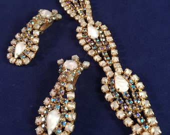 Absolutely GORGEOUS Hobé Demi Parure (Earrings & Brooch) of Aurora Borealis Encrusted Rhinestones; Crystal Glass; So Pretty! 1005