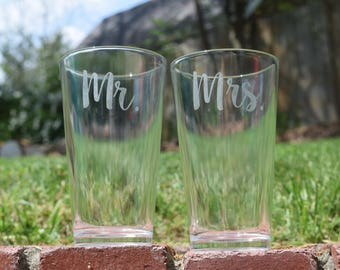 Set of Two, Etched Beer Glasses, Pint Glasses, Wedding Gift, Wedding Glasses, Mr and Mrs, Mr and Mrs Gift, Etched Pint Glasses, Pint Glass,