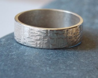 Silver ring for woman. hammered and customizable ring tube n. 2