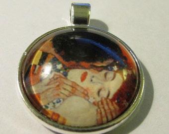"Artist Gustav Klimt ""The Kiss"" Silver Tone Glass Dome Shape Cabochon Charm-Pendant, 1"""