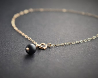 Dainty gold Anklet. Gold ankle bracelet chain. Onyx bead anklet. Minimaliste gold ankle. semi preciouse stone anklet. pease