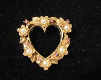 Lovely vintage heart shaped signed Gerry's gold tone brooch with small pearl floral and pink stone embellishments. Show your love with this!