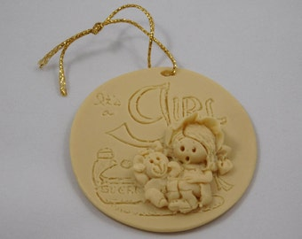 "Unpainted ""It's a Girl"" Ornament, LaBerge 88, Child, Baby Shower"