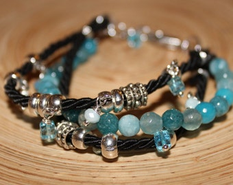 Bracelet with semiprecious stones, charms and crystals blue