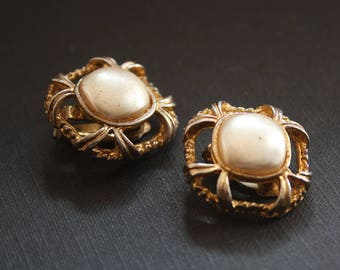 Gold and Pearl Earrings Vintage Clip On Earrings Wedding, Gold Pearl Earrings for Wedding, Pearl Gold Earrings Clip On Pearl Earrings Dainty