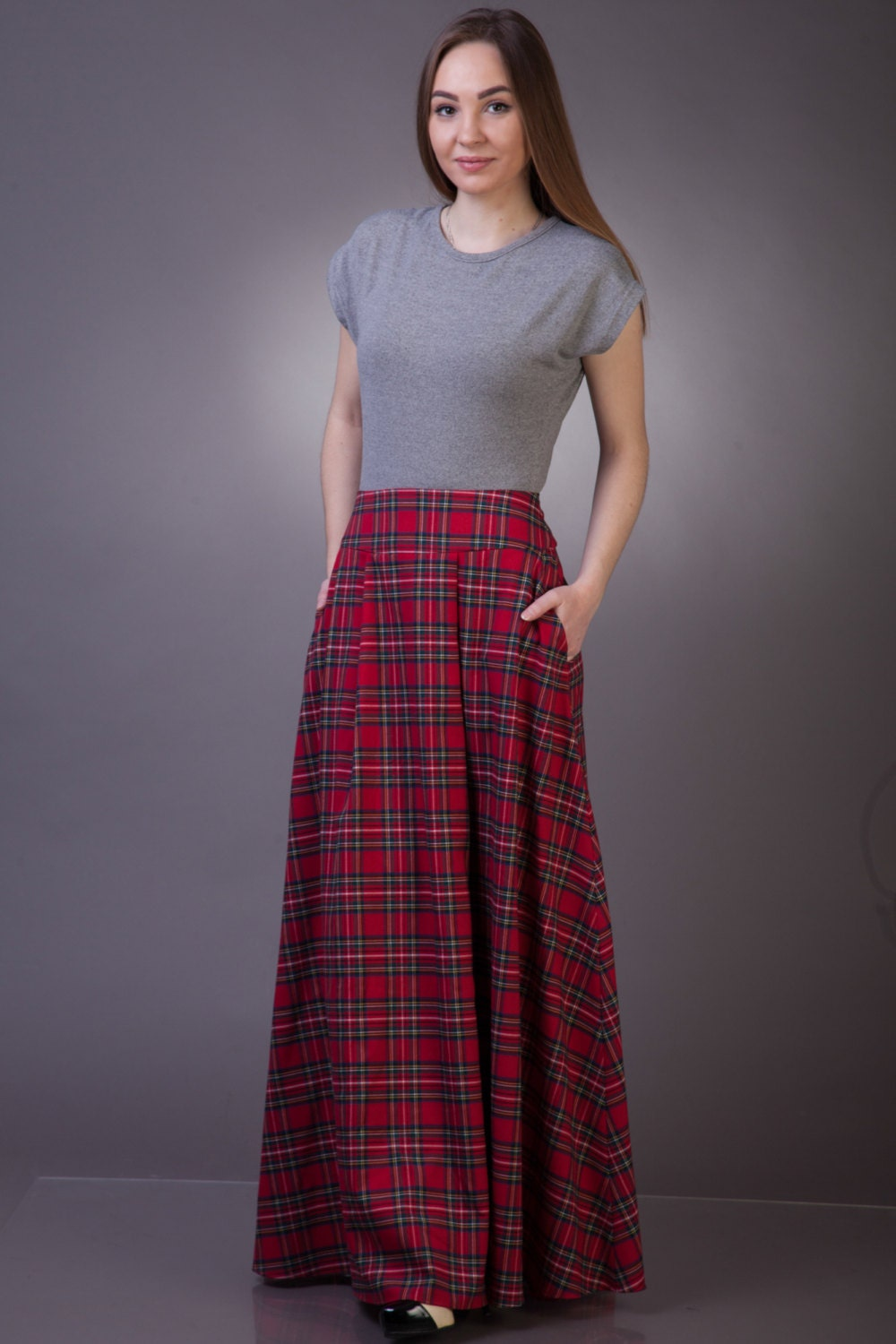 Comfort Waist Pull-On Skirt: Wide waistband and stretch denim keep you looking slimmer and feeling comfortable all day long. Skirt features classic 5-pocket styling and a back vent for room to move. Skirt features classic 5-pocket styling and a back vent for room to move.