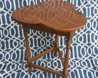 Ethan Allen Trefoil top wood side table Vintage Ethan Allen Circa 1776 Collection from 1980s Cloverleaf top accent table on 3 turned legs