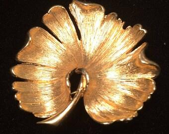 Monet gold leaf pin