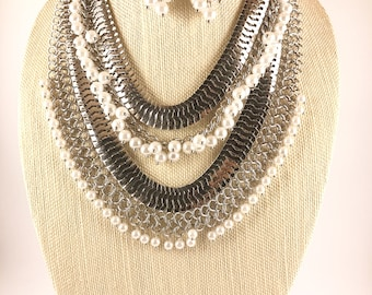 Silver- Pearls statement necklace