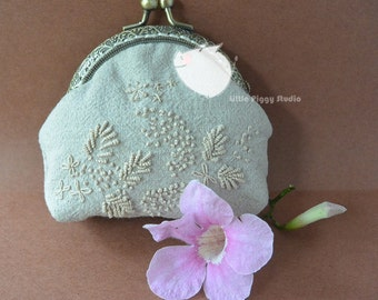Handmade framed kisslock round coin purse in Grey colour