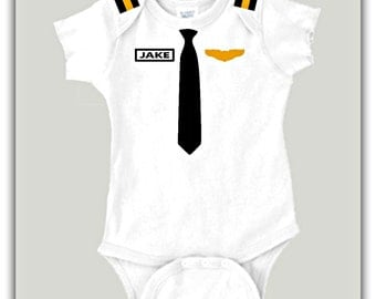 Personalized Baby Pilot Costume, Personalized Baby Gift, Aviation Baby Shower Gift, Airplane Theme Party, Aviator Baby Bodysuit, PLT1, SS