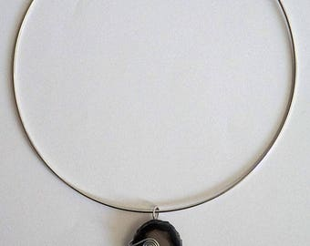 Agathe stone pendant necklace black and transparent