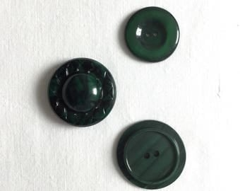 Nice Set of 3 Vintage BuTToNs fancy 34mm dia.