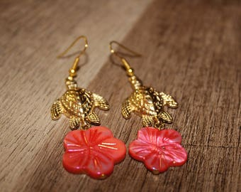 Summer ready earrings. Pink and gold turtle earrings.