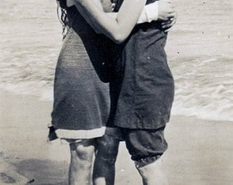 vintage photo 1915 Bathing Beauty Women Affectionate Love at Beach the Latest Lesbian int