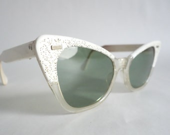 PERKY PASSION! Cutest Summer Sunglasses Green Lens Cateye Sunglasses Cute Vintage Glasses Eyewear No Rx S29
