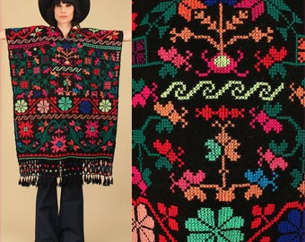 ViNtAgE 60s 70's Fringe Huipil Poncho Black Colorful Floral Caftan Mexican Artisan Embroidered Maxi Cape Sweater Needle Point Punto de Cruz