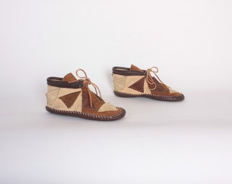 Vintage 70s MOCCASINS / 1970s Patchwork Brown Leather Sioux Ankle BOOTIES 6