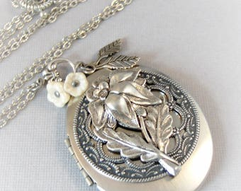 White Lillies,Lily,Lily Locket,Lily Necklace,Lily Jewelry,Locket,Antique Locket,Silver Locket,Lily,White Flower Locket Valleygirldesigns