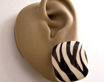 Avon Black White Square Buttons Pierced Post Stud Earrings Gold Tone Vintage Black White Zebra Stripe Domed Rounded Corners Large Discs
