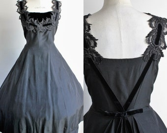Vintage 1940s 1950s Black Dress / 40s 50s New Look Elinor Gay Black Swan Dress / Lace And Velvet  / Fit And Flare / Circle Full Skirt