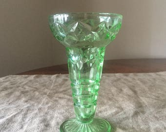 Fabulous VINTAGE green depression glass vase. My vintage home / vintage decor.