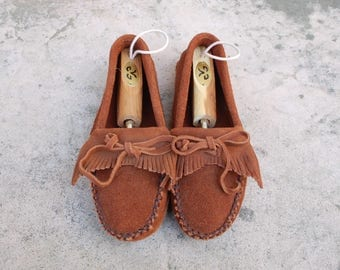 Vintage Womens 6.5 Megan Peace Moccasins Brown Leather Mocs Moc Toe Moccasins Kiltie Fringe Loafers Slip on Summer Southwestern