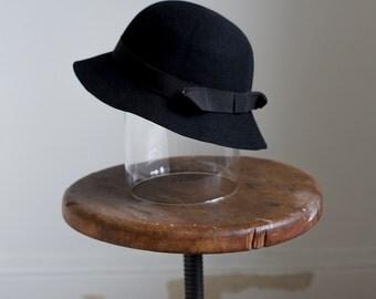 1930s Black felt hat with grosgrain ribbon