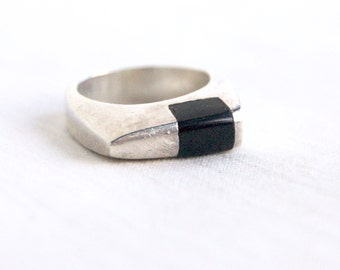 Modern Onyx Ring Band Mexican Sterling Silver Size 7 .5 Vintage Modernist Stacking Jewelry