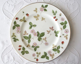 "Wedgwood Wild Strawberry, bone china, dinner plate, 10 3/4"", England"