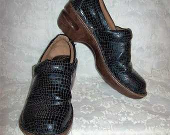 Vintage Ladies Black Moc Croc Slip Ons Loafers BOC by Born Size 7 1/2 Only 6 USD