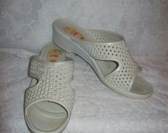 Vintage White Plastic Slip On Sandals by Okabashi Medium Size 7 1/2 - 8 Only 8 USD