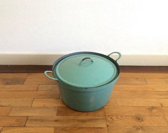 Large cooking pot. Teal green enamelware with grey interior. French. Vintage, mid-century