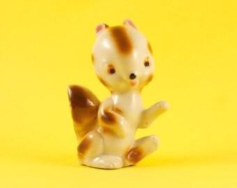 Vintage Cute Squirrel Kitsch Collectible Ceramic Figurine Miniature Kawaii Knick Knack Home Decor Anthropomorphic