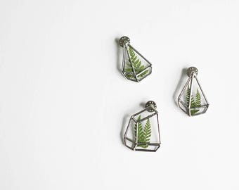 Terrarium brooch   . Terrarium pin. Pressed flower brooch. Botanical brooch. Minimalist brooch. Terrarium plant pin