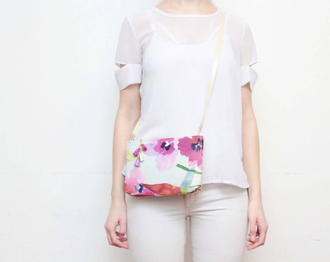 Flower shoulder bag. Small crossbody purse. Wedding bag. Bridesmaid gift. Simple bag. Floral fabric. Watercolor print. White bag. /MODEST 25