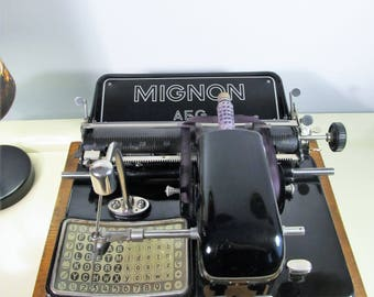 Rare Antique Typewriter ''MIGNON'' AEG Modell 4, Working Portable Typewriter Black Typewriter with Wooden Case, Made in Germany Berlin 1925