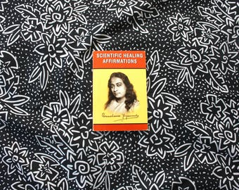 Scientific healing Affirmations By Paramahansa Yogananda. 1990 Small Softcover Book. Hindu Buddhist Occult Metaphysical Affirmation Book